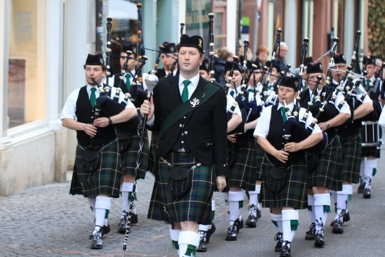 caledonia pipe band